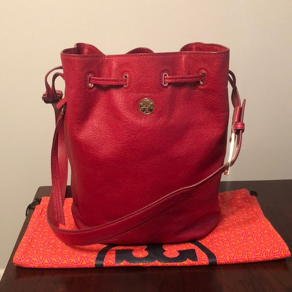 25b507595492 ... Tory Burch Large Brody Bucket Bag. M 5c79b48ac89e1dbc9c72b15a